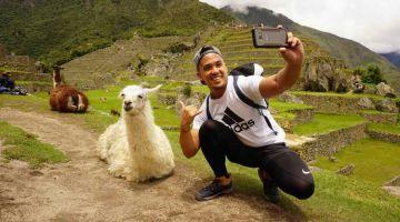 llama selfy at mach picchu